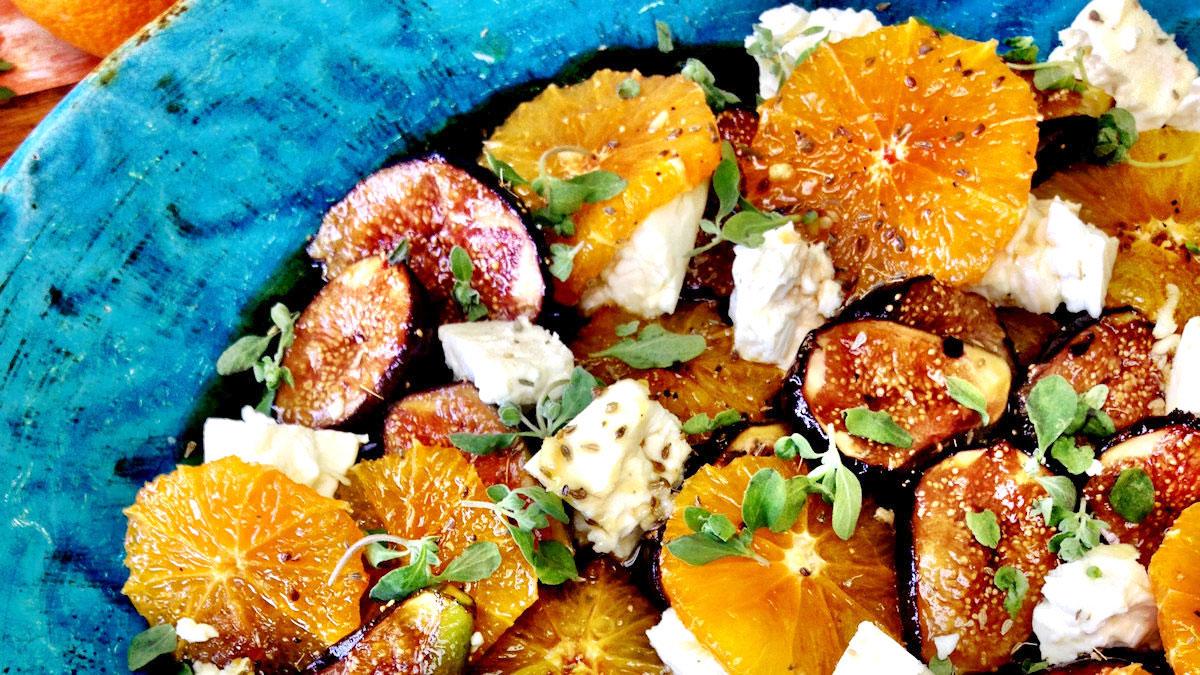 Sałatka z karmelizowanych fig, pomarańczy i koziego sera