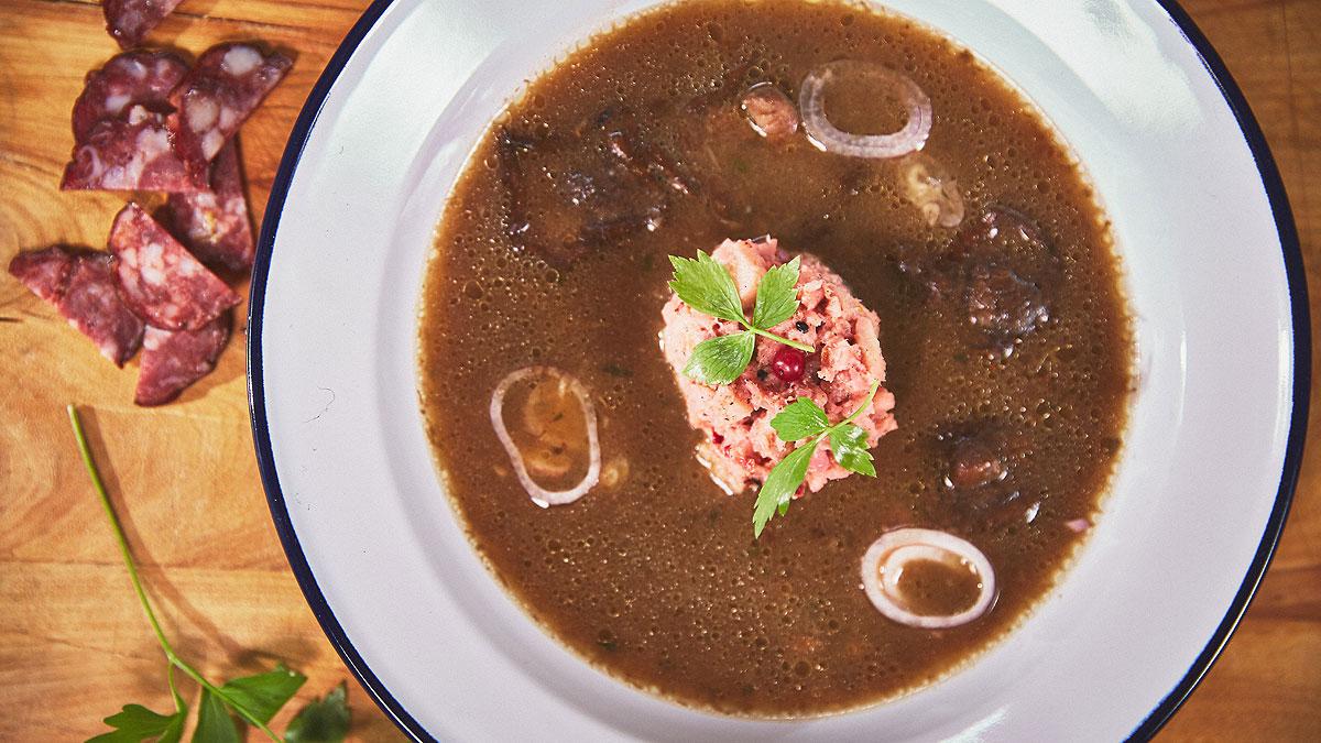 Zupa grzybowa z kiełbasą jałowcową