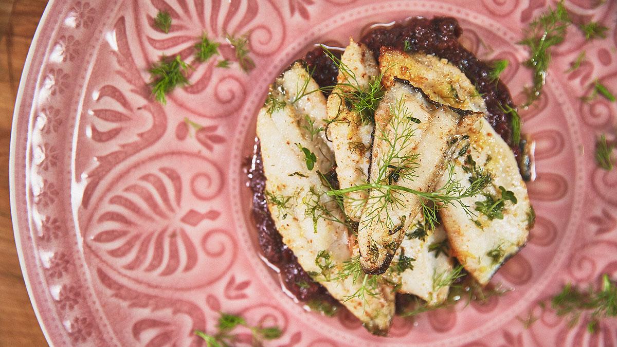 Smażony filet z gładzicy z kremem z kaszanki