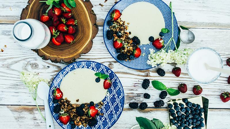 Creme patissiere z granolą i owocami