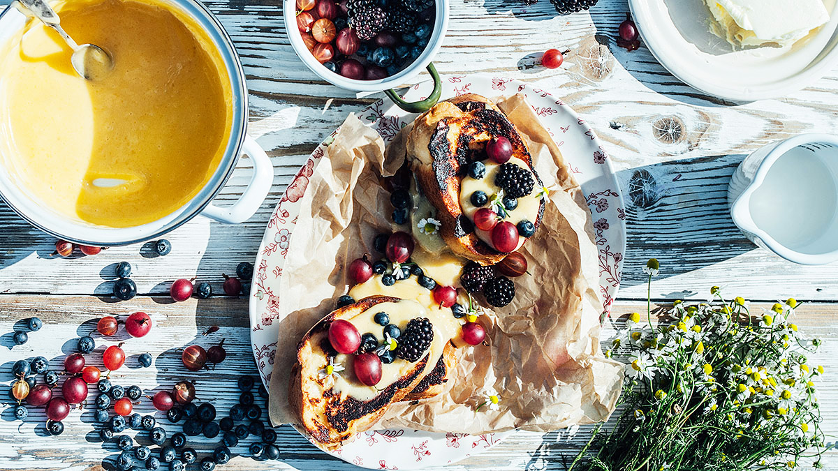 Tosty francuskie, lemon curd i owoce