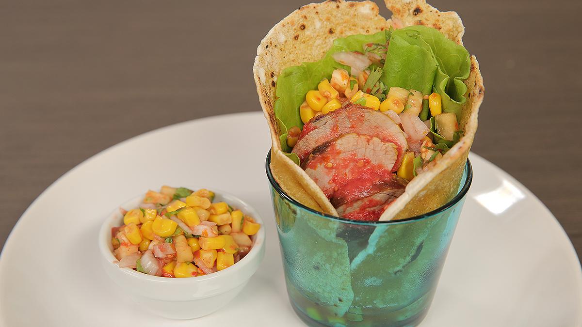 Tortille kukurydziane z kaczą piersią i salsą kukurydzianą