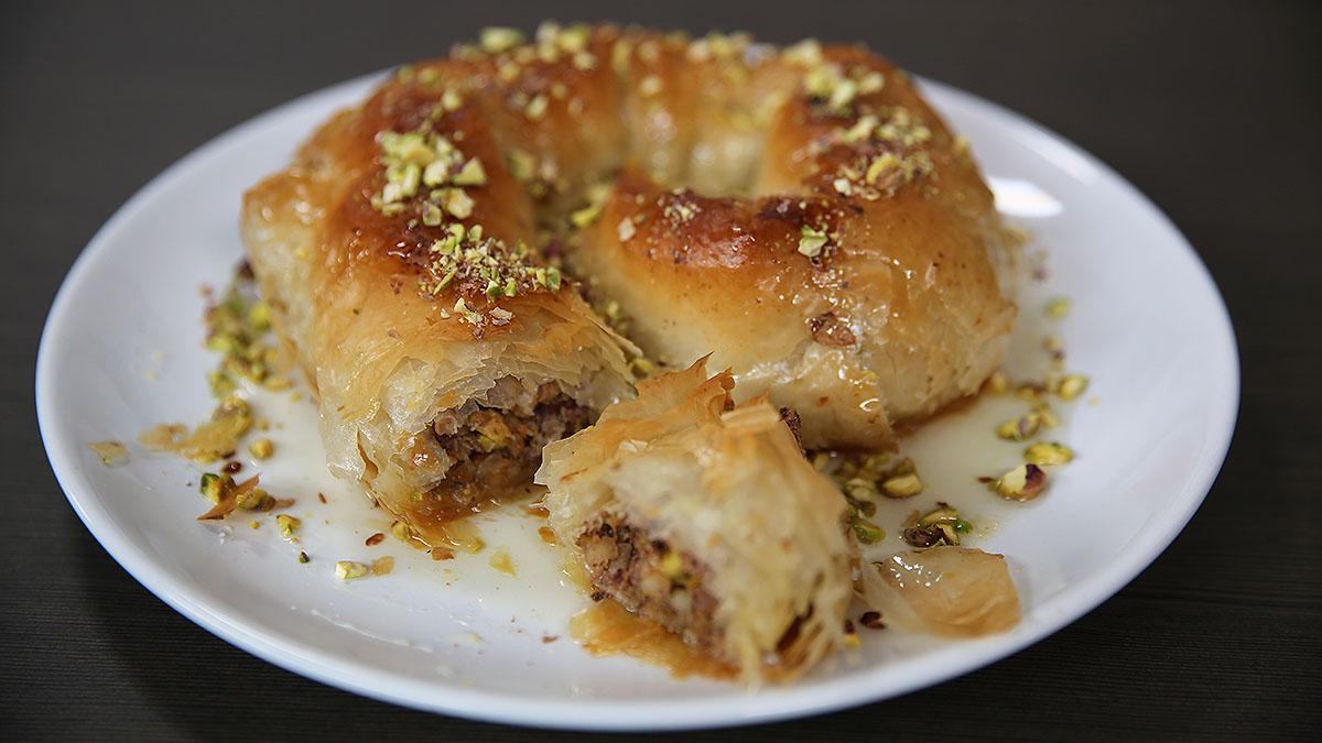 Ślimak z ciasta filo z pistacjami