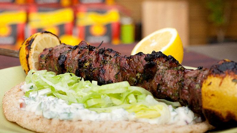 Greckie grillowane jagnięce souvlaki