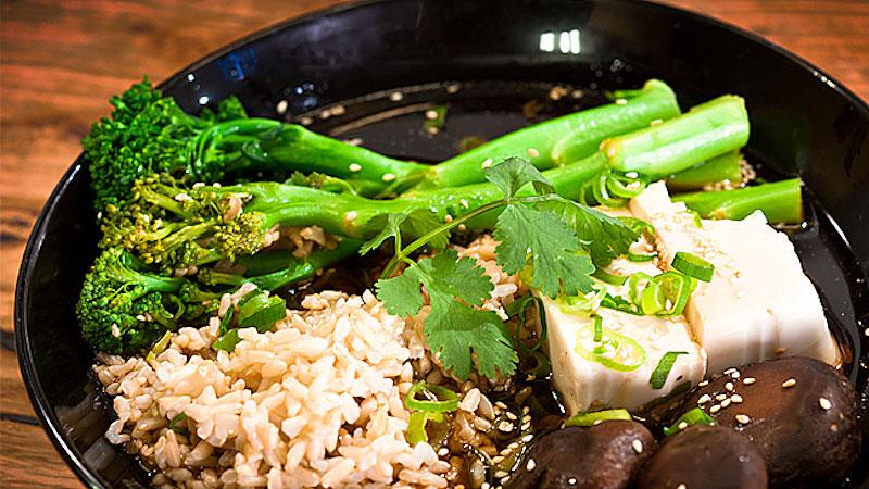 Parowane tofu z grzybami shiitake