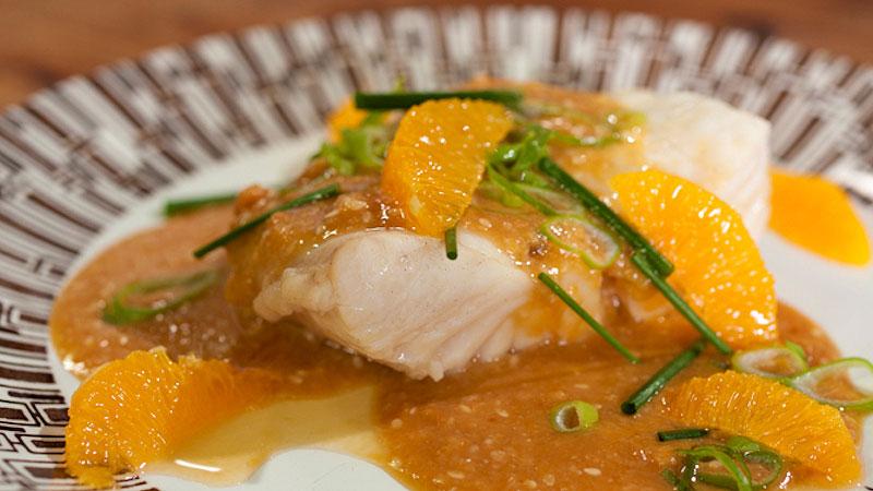 Gotowana ryba z sosem pomarańczowo-sezamowym