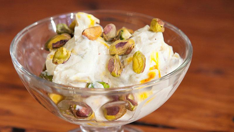 Sikarni – jogurtowy deser z pistacjami