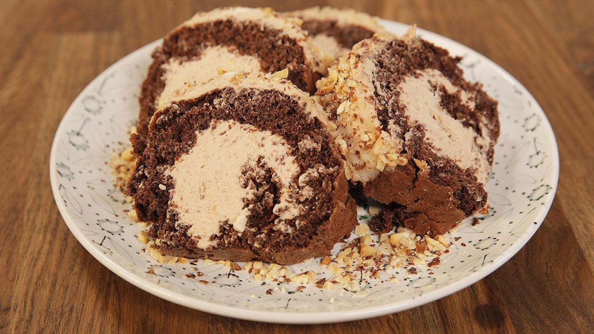Rolada czekoladowa z kremem orzechowym