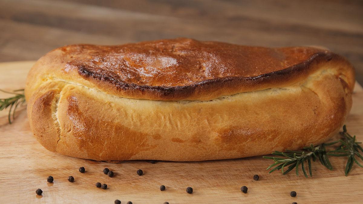 Kulebiak drożdżowy z mięsem mielonym