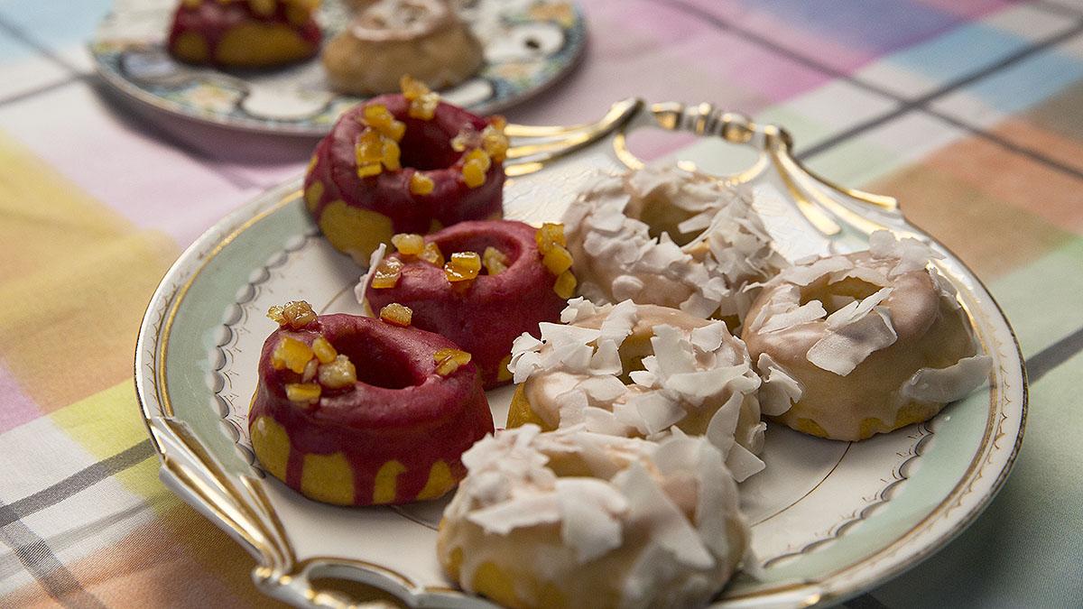 Pieczone pączki z lukrem kokosowym