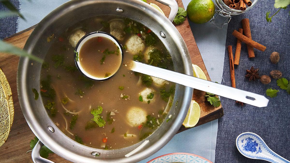 Zupa pho z kotlecikami z karpia