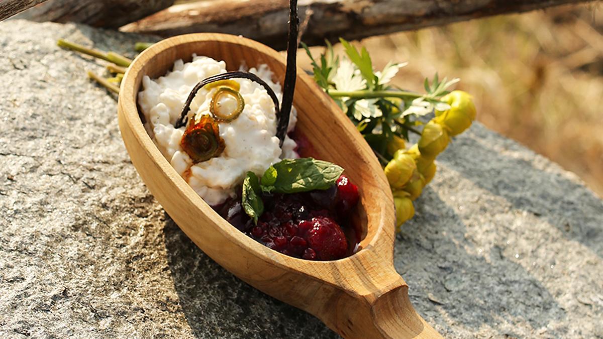 Pudding ryżowy z owocami w syropie