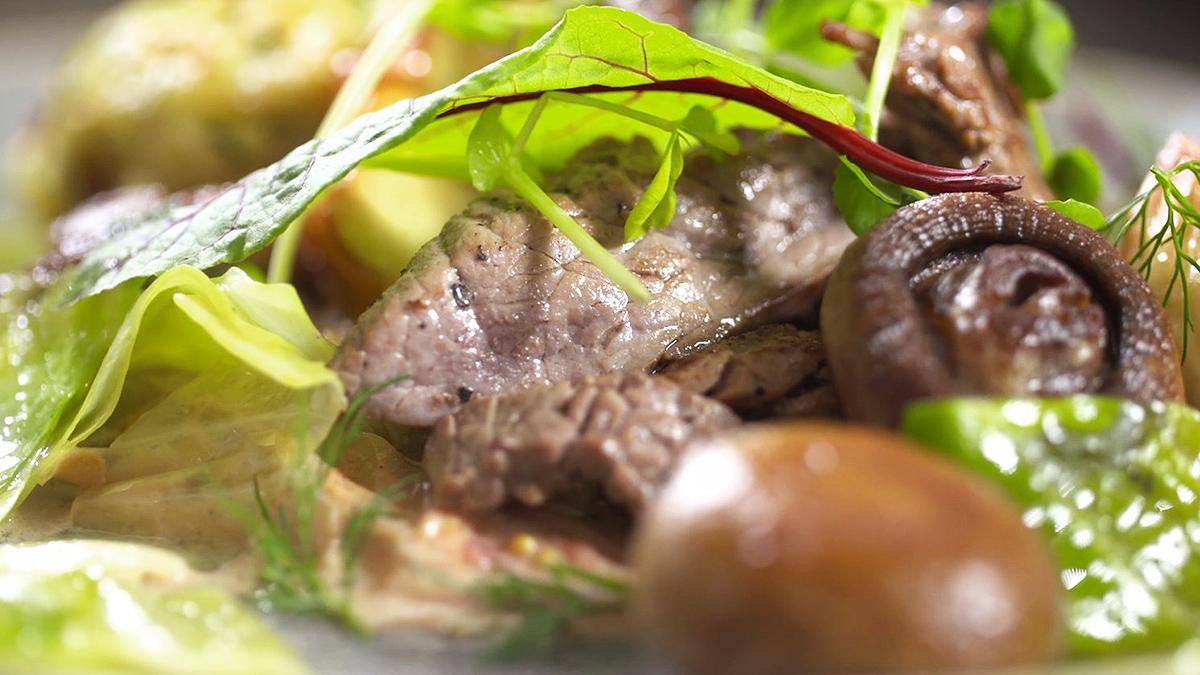 Boeuf Stroganow z babeczkami ziemniaczanymi
