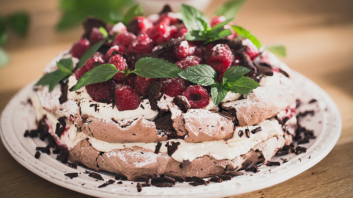 Tort Dacquoise z czekoladą