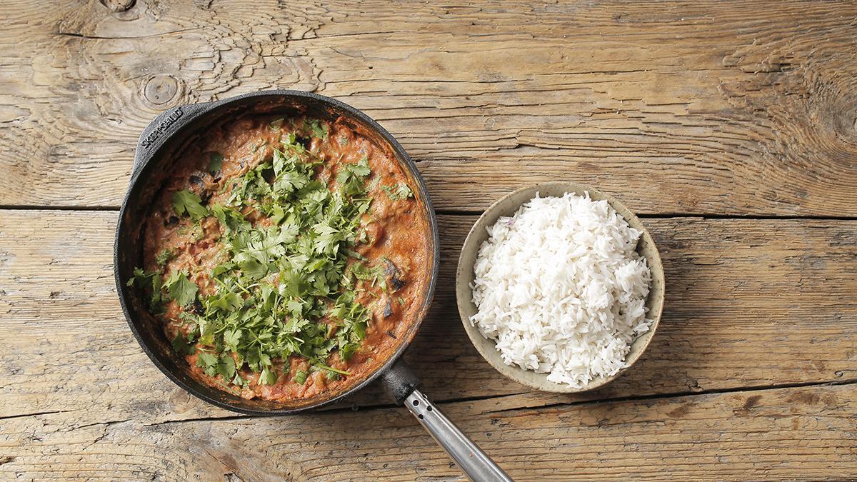 Curry z bakłażana z masłem nerkowcowym