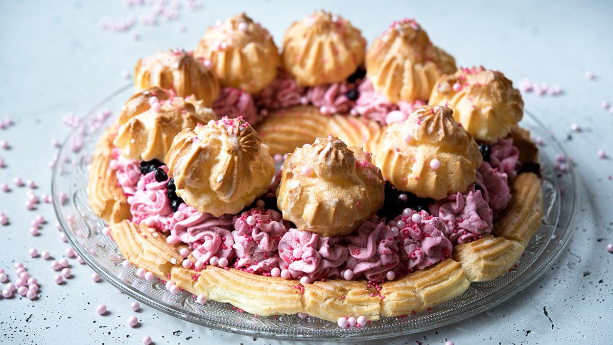 Ciasto ptysiowe z kremem jagodowo-malinowym