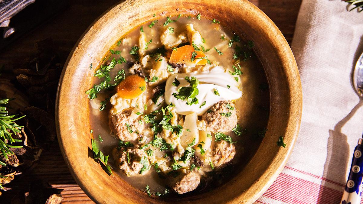 Zupa po warmińsku z pulpecikami i zacierkami
