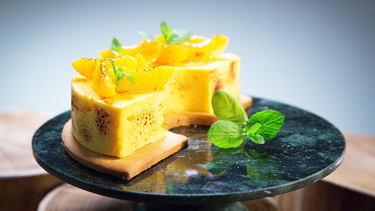 Tort szafranowo-brzoskwiniowy