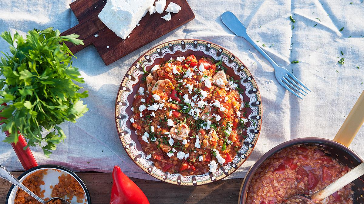 Gulasz z czerwonych warzyw i kurczaka
