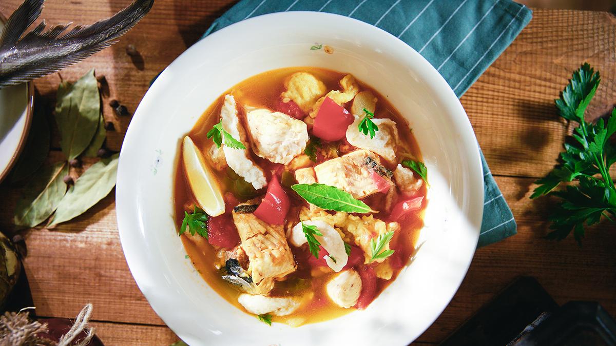 Zupa rybna z lanymi kluskami