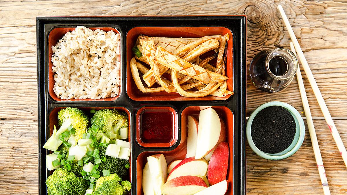 Pietruszka teriyaki z brokułem i ryżem