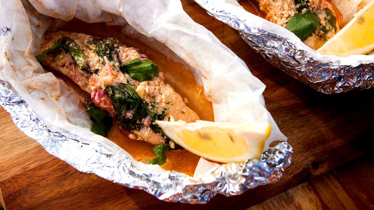 Grillowane paczuszki łososiowe