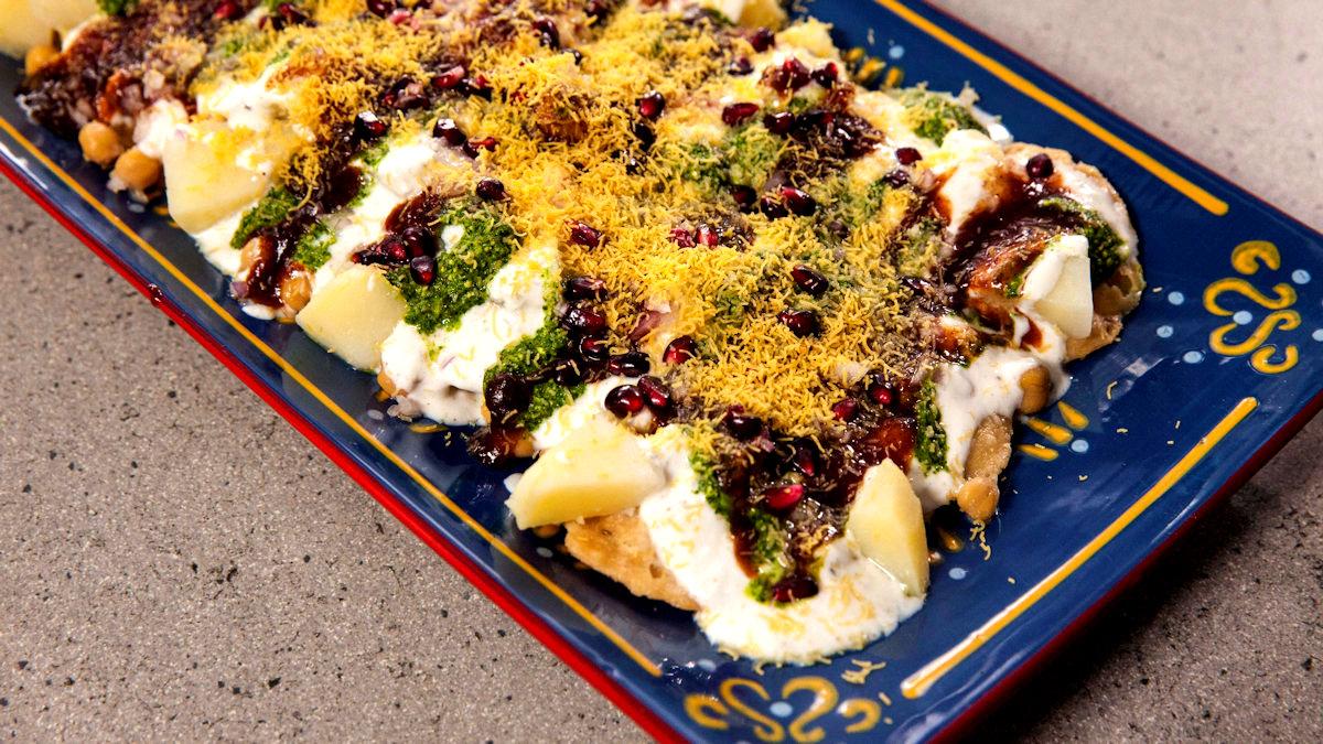 Papri Chaat – kremowe, chrupiące krążki z ciasta w jogurcie