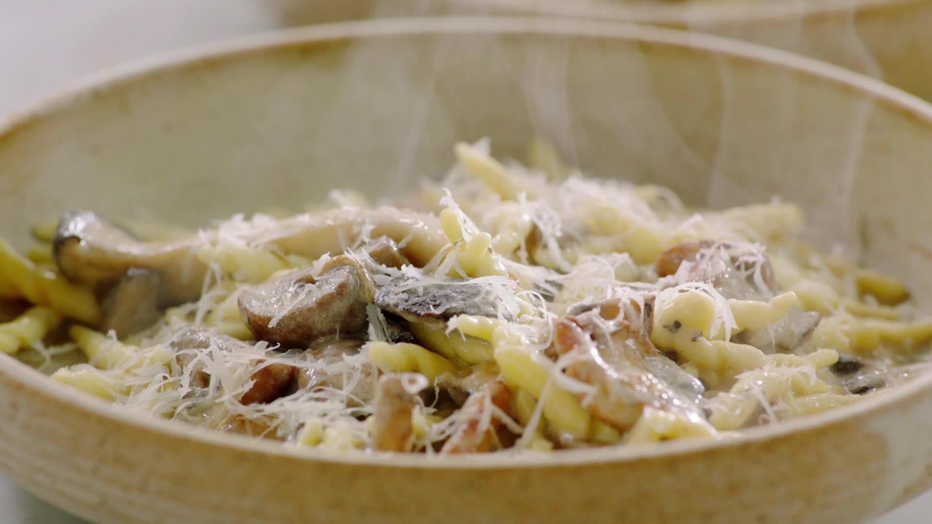 Makaron z czosnkiem i grzybami