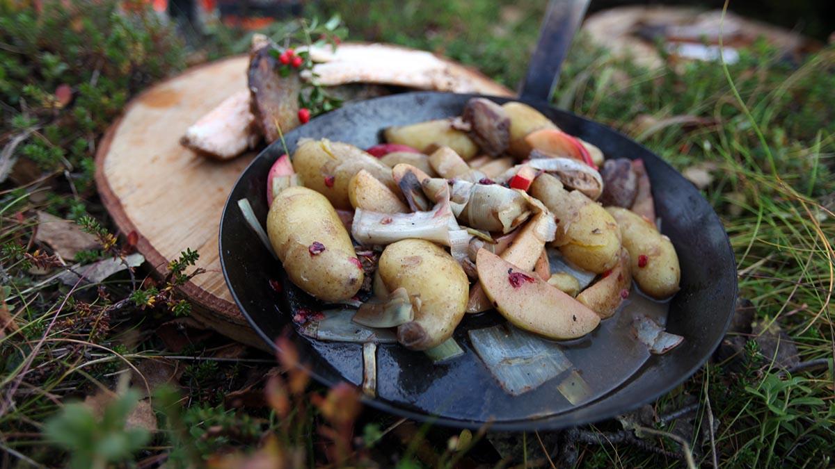 Ryba z jabłkami i brusznicą