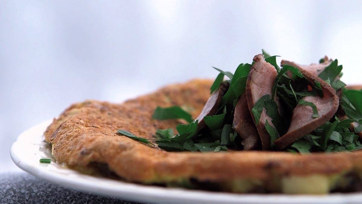 Omlet z wędzoną jagnięciną i serem Jarlsberg