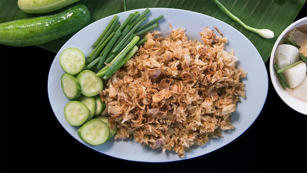 Prosty smażony ryż po tajsku