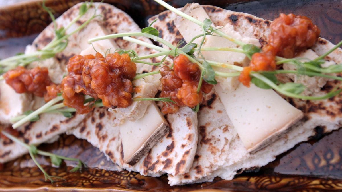 Kozi ser z chlebkiem gahkku