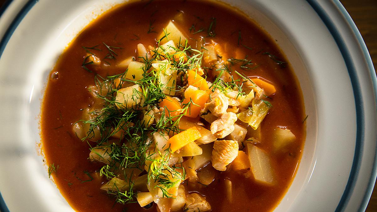 Zupa warzywna z pieczonym indykiem