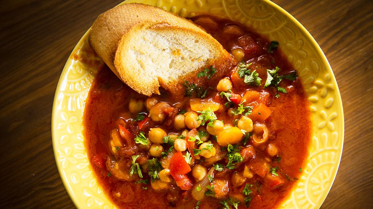 Zupa rybna z ciecierzycą i zapiekaną bagietką