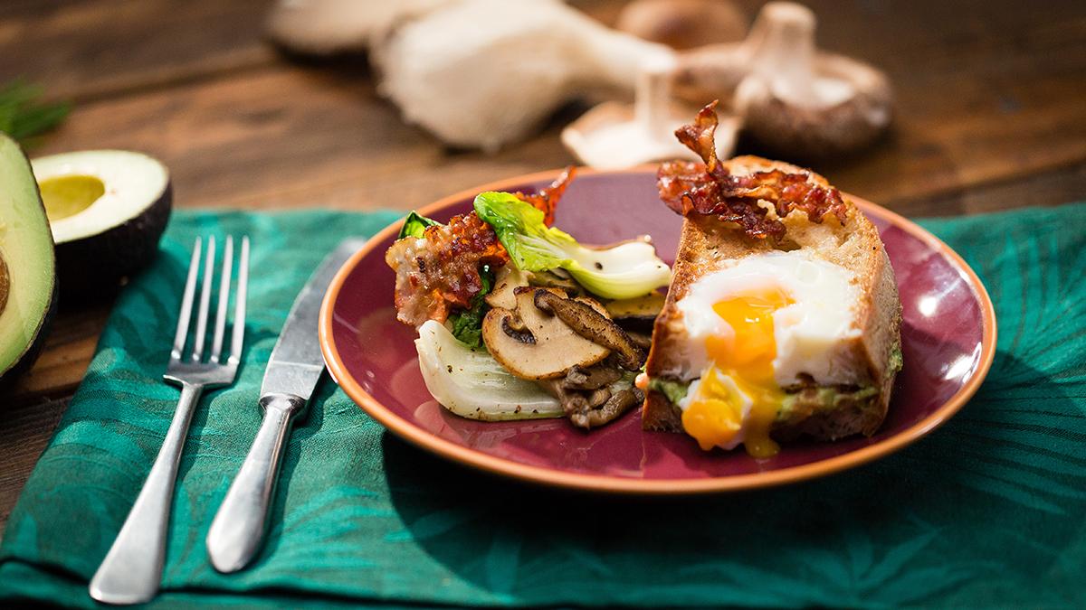Kanapka z jajkiem i awokado