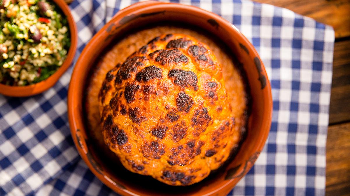 Kalafior pieczony w jogurcie i harissie z tabboulleh z bulguru