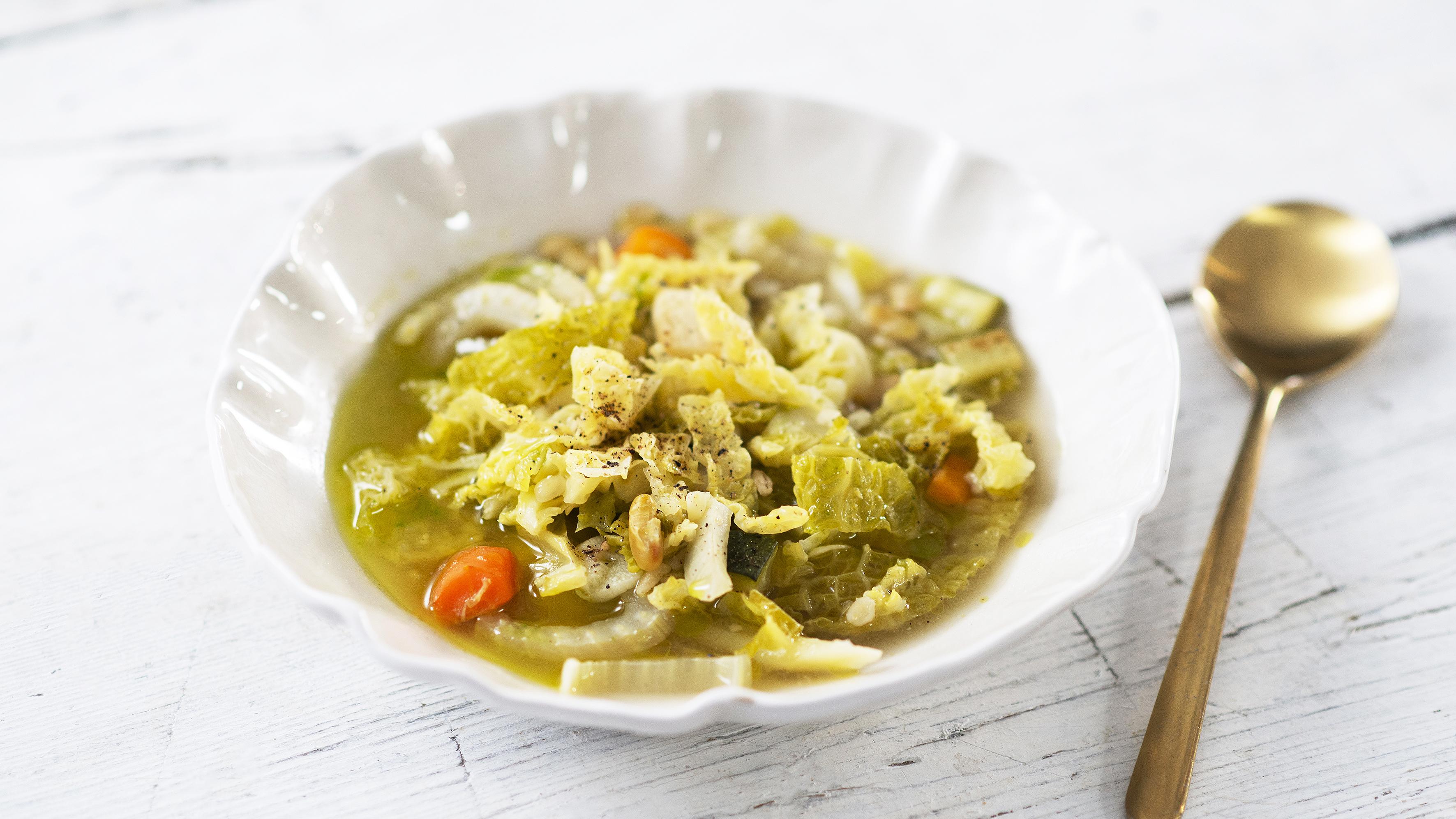 Zupa a la minestrone z kaszą