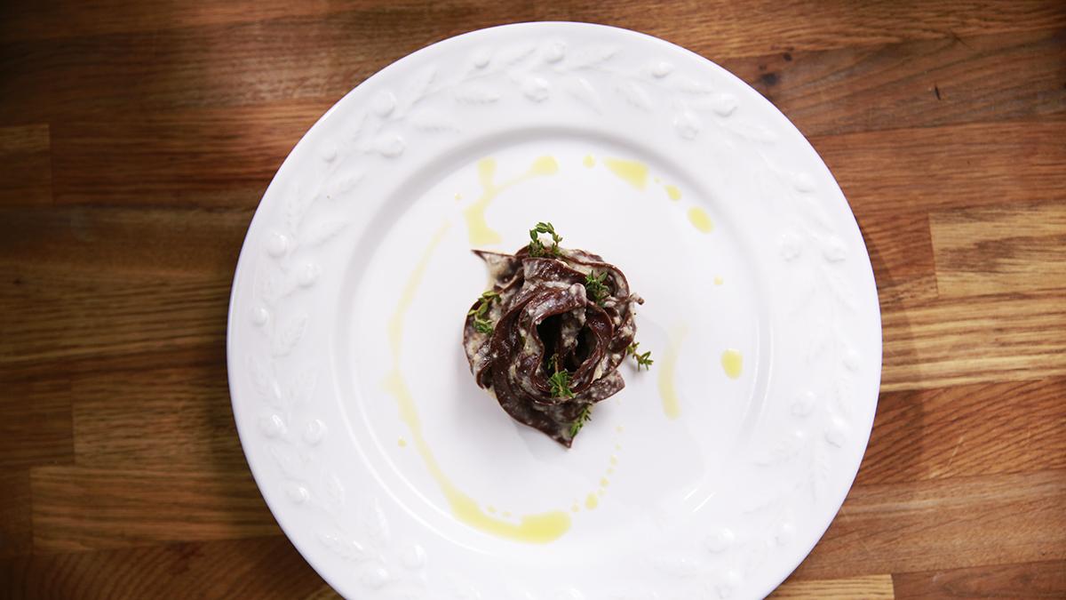 Czekoladowe tagliatelle z sosem migdałowym