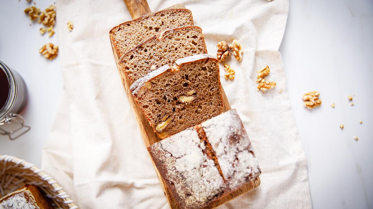 Chleb żytni z orzechami włoskimi