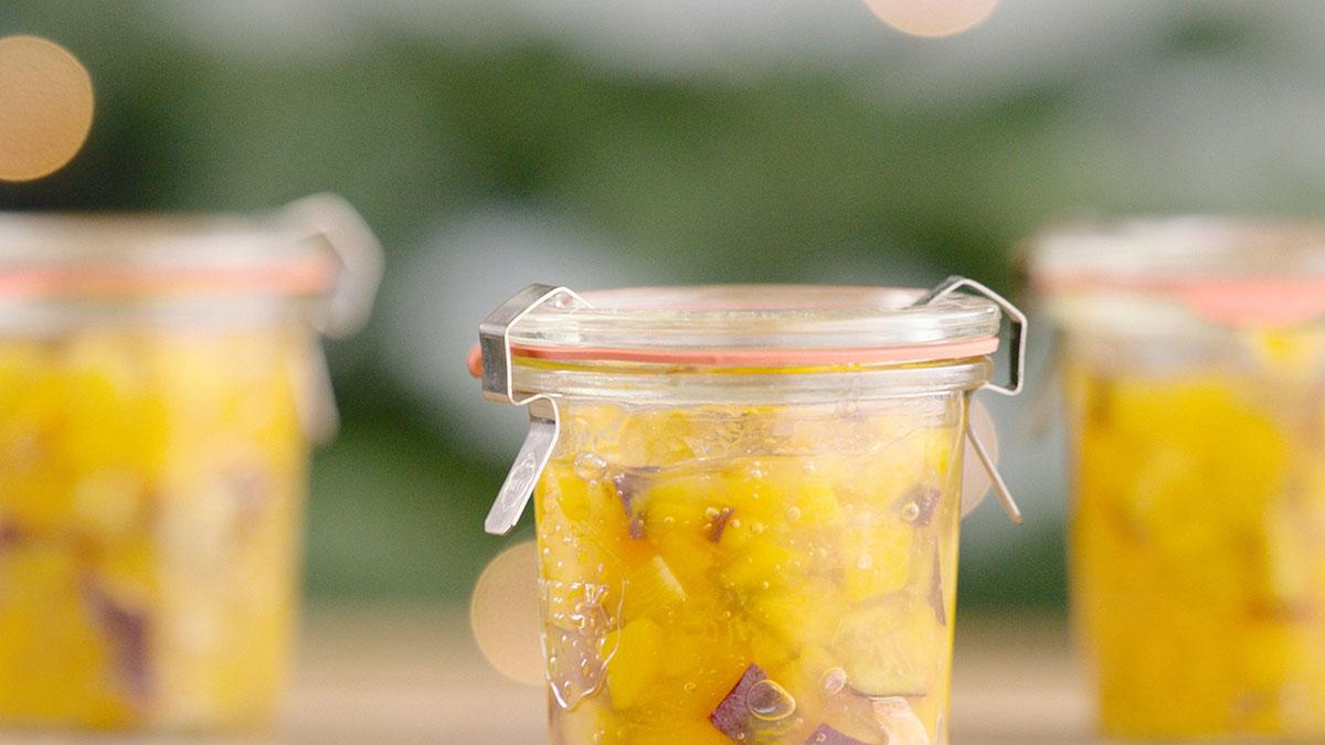 Chutney z gruszki i wędzonej śliwki z dodatkiem trawy cytrynowej