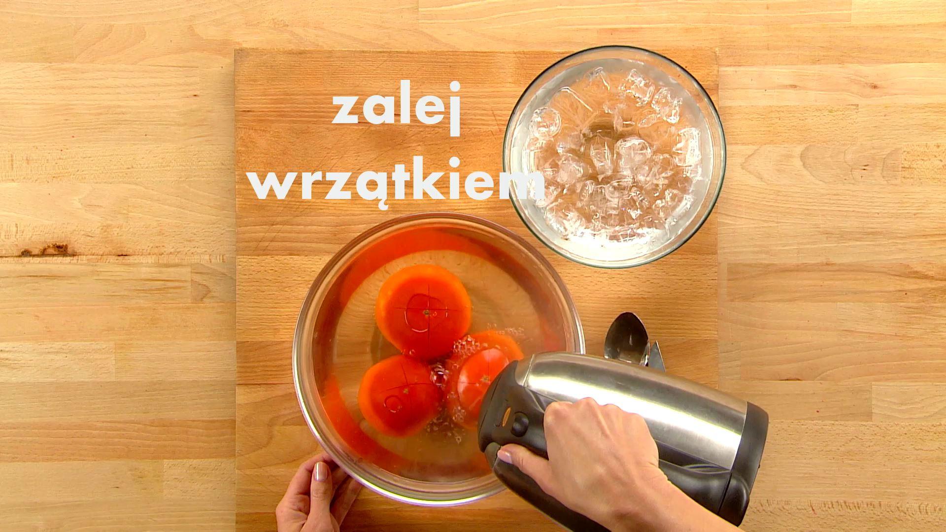 Jak łatwo obrać pomidora ze skórki