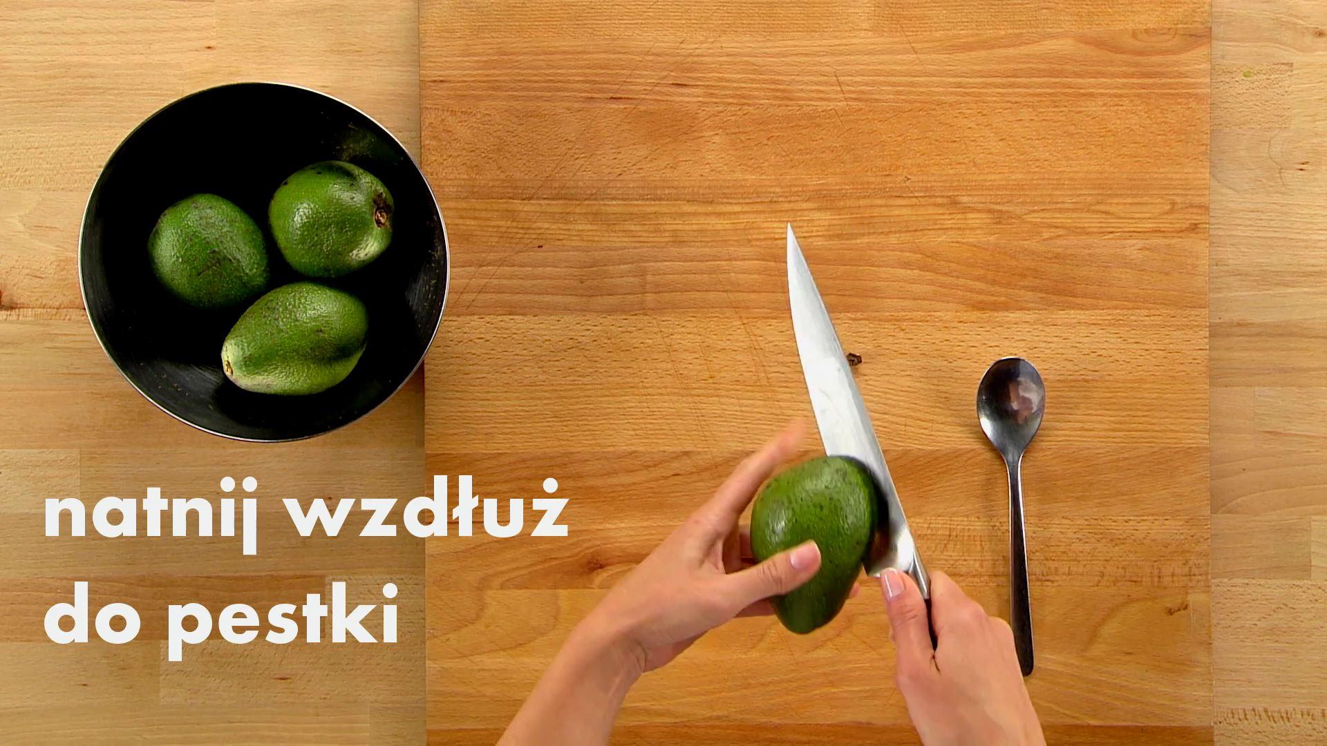 Jak obrać awokado za pomocą łyżki