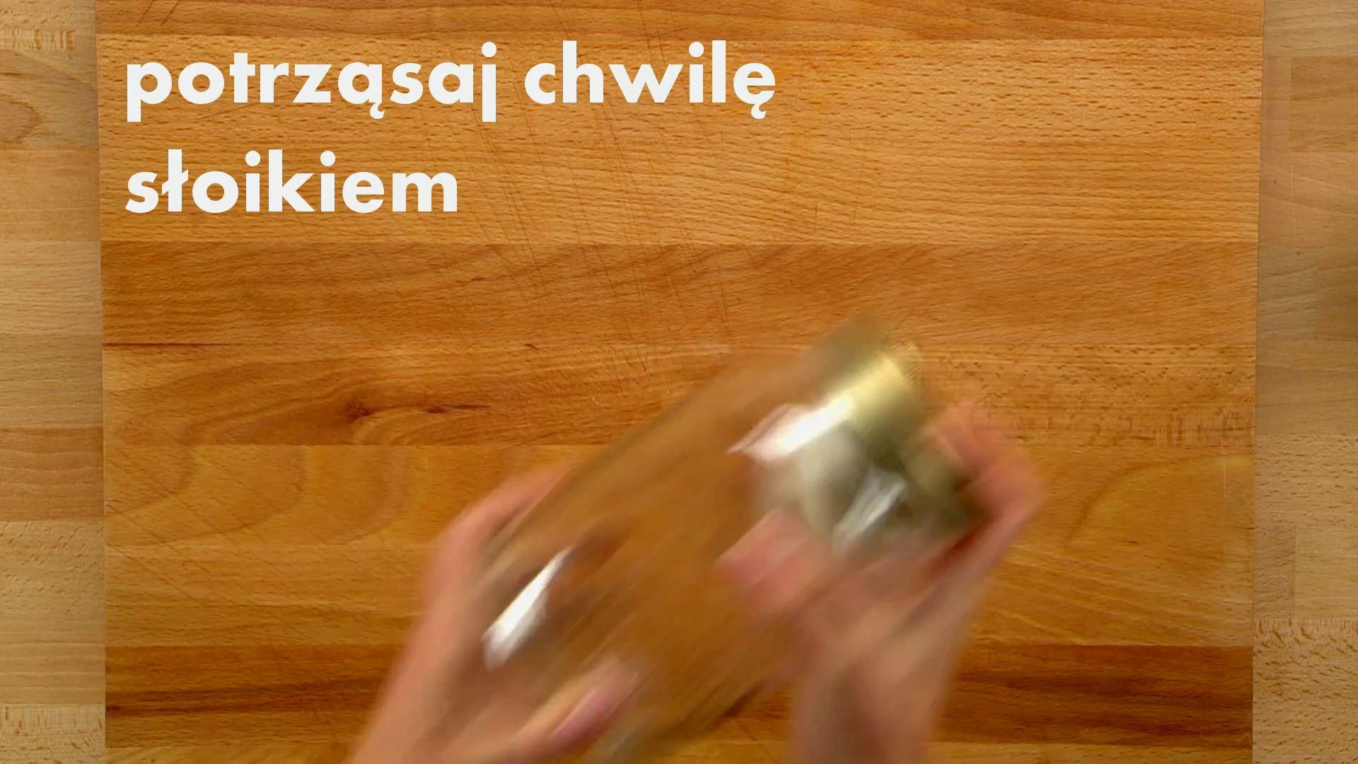 Jak obrać czosnek za pomocą słoika
