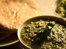 Pasta z zielonego groszku z sezamem, pesto i oliwki