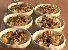 Owocowe crumble z sezamową nutą