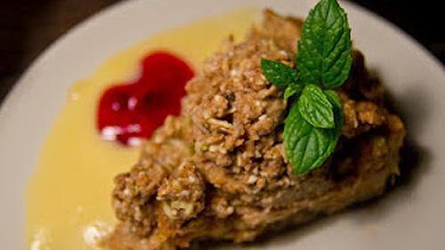 Organic szarlo-rabarbatka z sosem waniliowym z białej czekolady