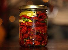 Pomidory faszerowane mozzarellą i boczkiem