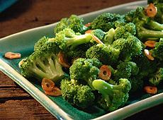 Brokuły z chrupiącym czosnkiem