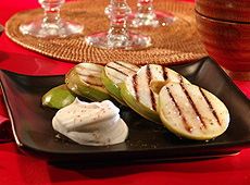 Pieczone jabłka z cynamonem i kremem Chantilly