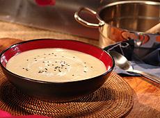 Zupa z selera korzeniowego z kwaśną śmietaną